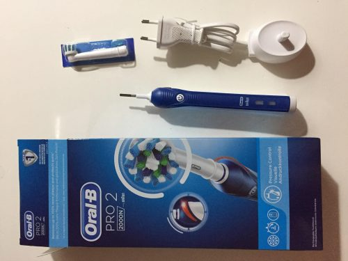 فرشاة أسنان أورال بي الكهربائيه Oral-B Pro2700 photo review